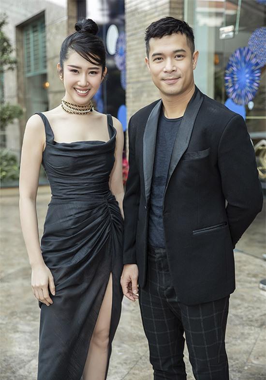 Người đẹp hội ngộ ca sĩ Trương Thế Vinh.