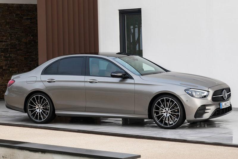 4. Mercedes-Benz E-Class 2020 (giá khởi điểm: 54.050 USD).