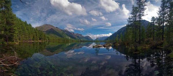 Hồ không có đáy Sobolkho ở Siberia. Ảnh: Dân trí