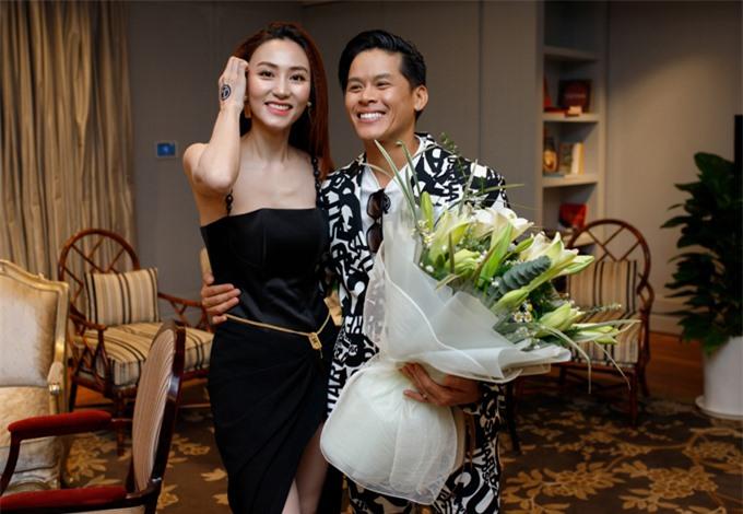 Trang phục gam đen tôn làn da trắng và vẻ rạng rỡ ở tuổi ngoài 30 của Ngân Khánh.