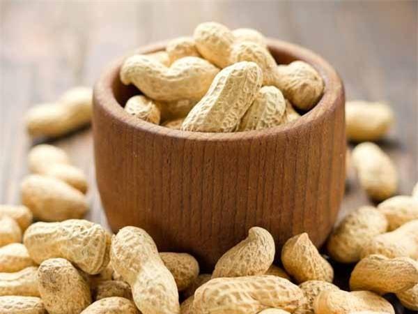Ngoài bệnh gout, người đang giảm cân hay mắc bệnh dạ dày cũng nên loại bỏ lạc khỏi chế độ ăn