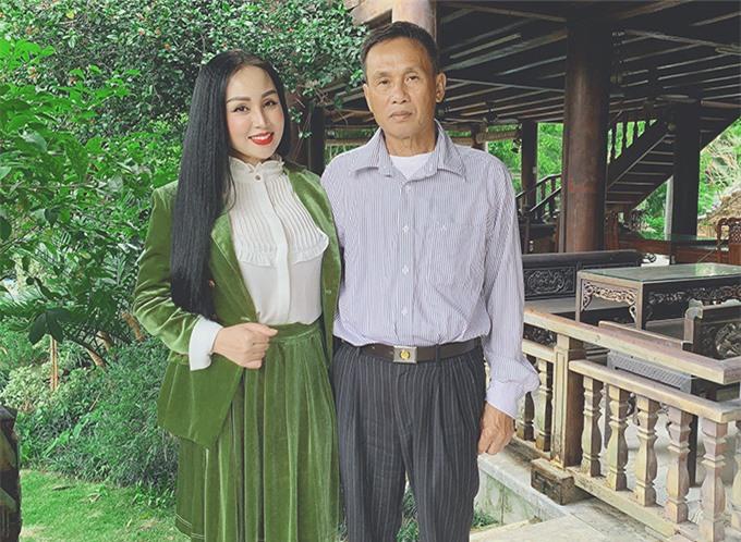 Sao Mai Khánh Ly và bố.