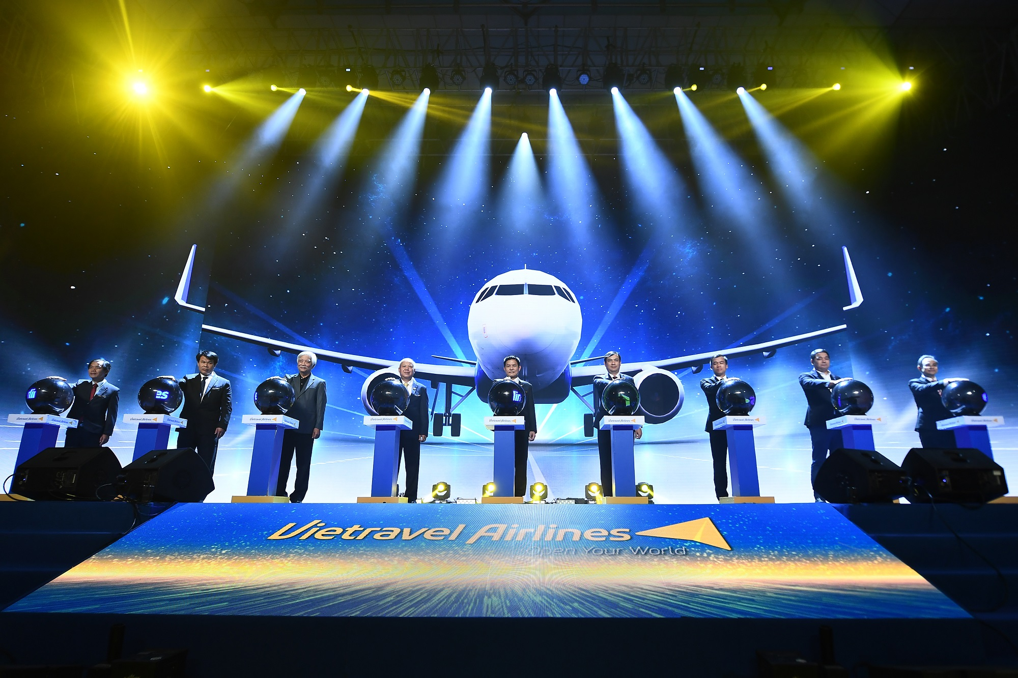 Hãng hàng không lữ hành đầu tiên của Việt Nam – Vietravel Airlines vừa chính thức ra mắt sau hơn 1.000 ngày kể từ khi có đề án thành lập.