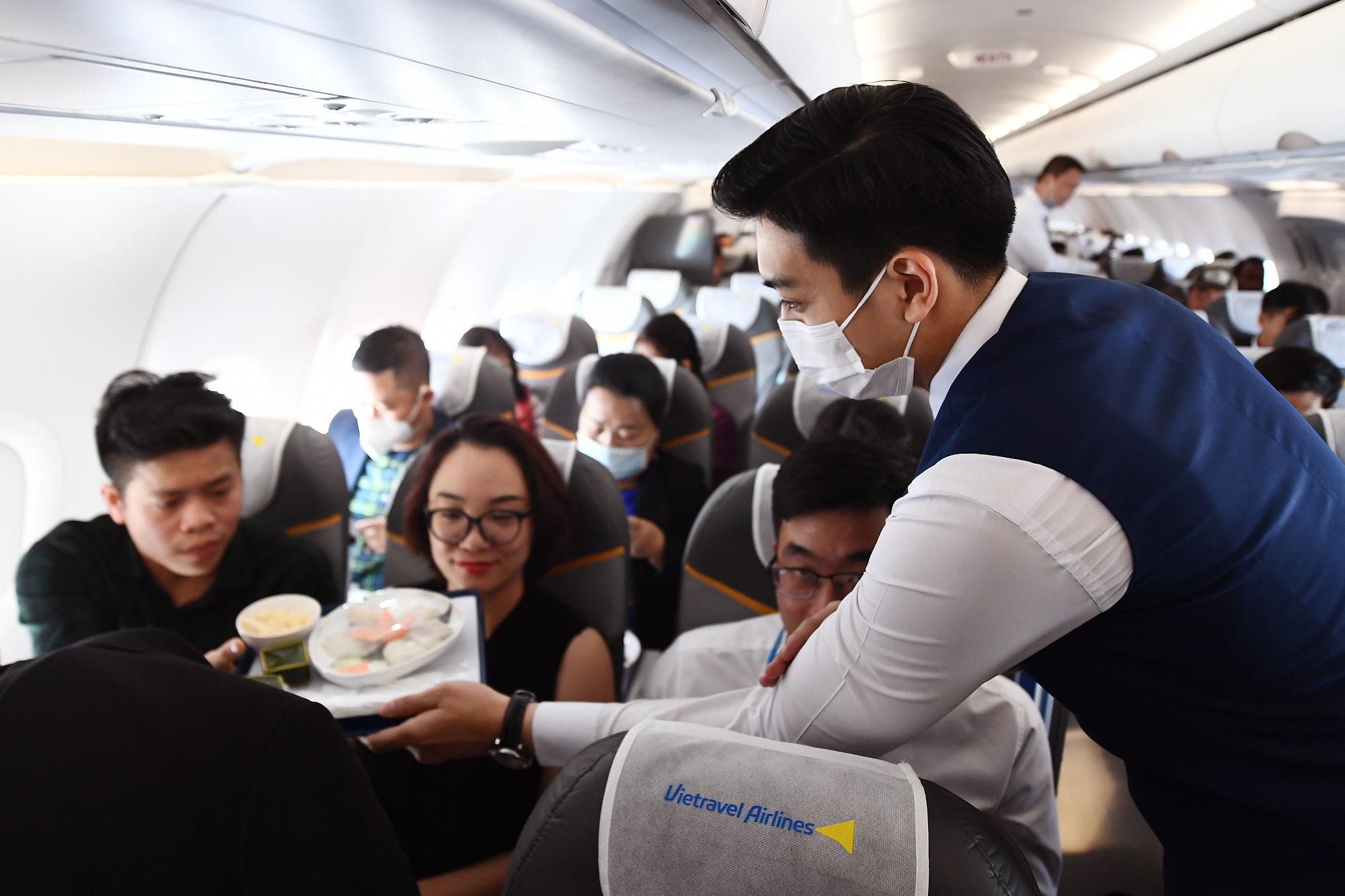 Là hãng hàng không lữ hành đầu tiên của Việt Nam, Vietravel Airlines cam kết đem đến trải nghiệm tuyệt vời cho du khách bằng sự phục vụ chuyên nghiệp và tận tâm.