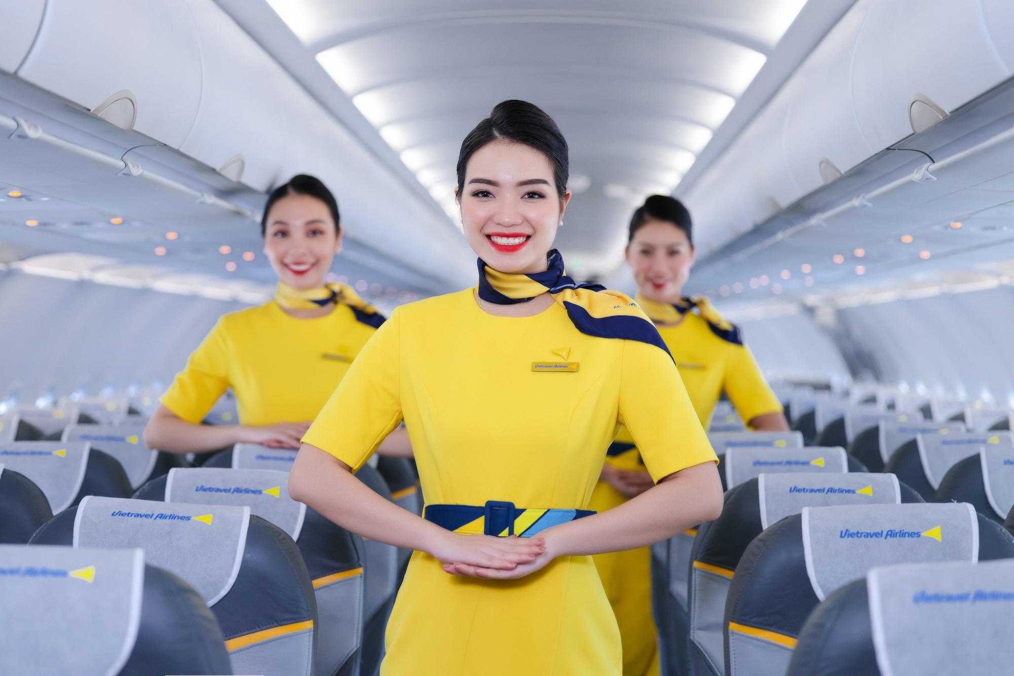 Là hãng hàng không lữ hành đầu tiên của Việt Nam, nên sự khác biệt của Vietravel Airlines sẽ được hiện thực hoá trên các chuyến bay bằng dịch vụ, mỗi tiếp viên sẽ trở thành một hướng dẫn viên du lịch để giúp hành khách có những trải nghiệm thú vị trên mỗi chuyến bay.