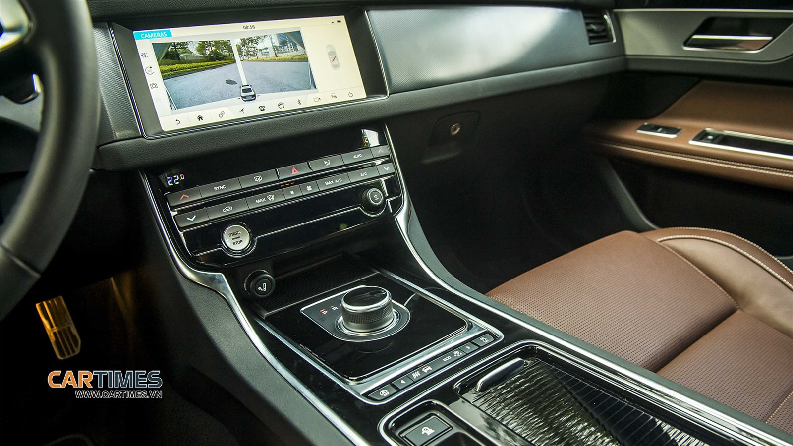 Táp lô xe Jaguar XF R-Sport