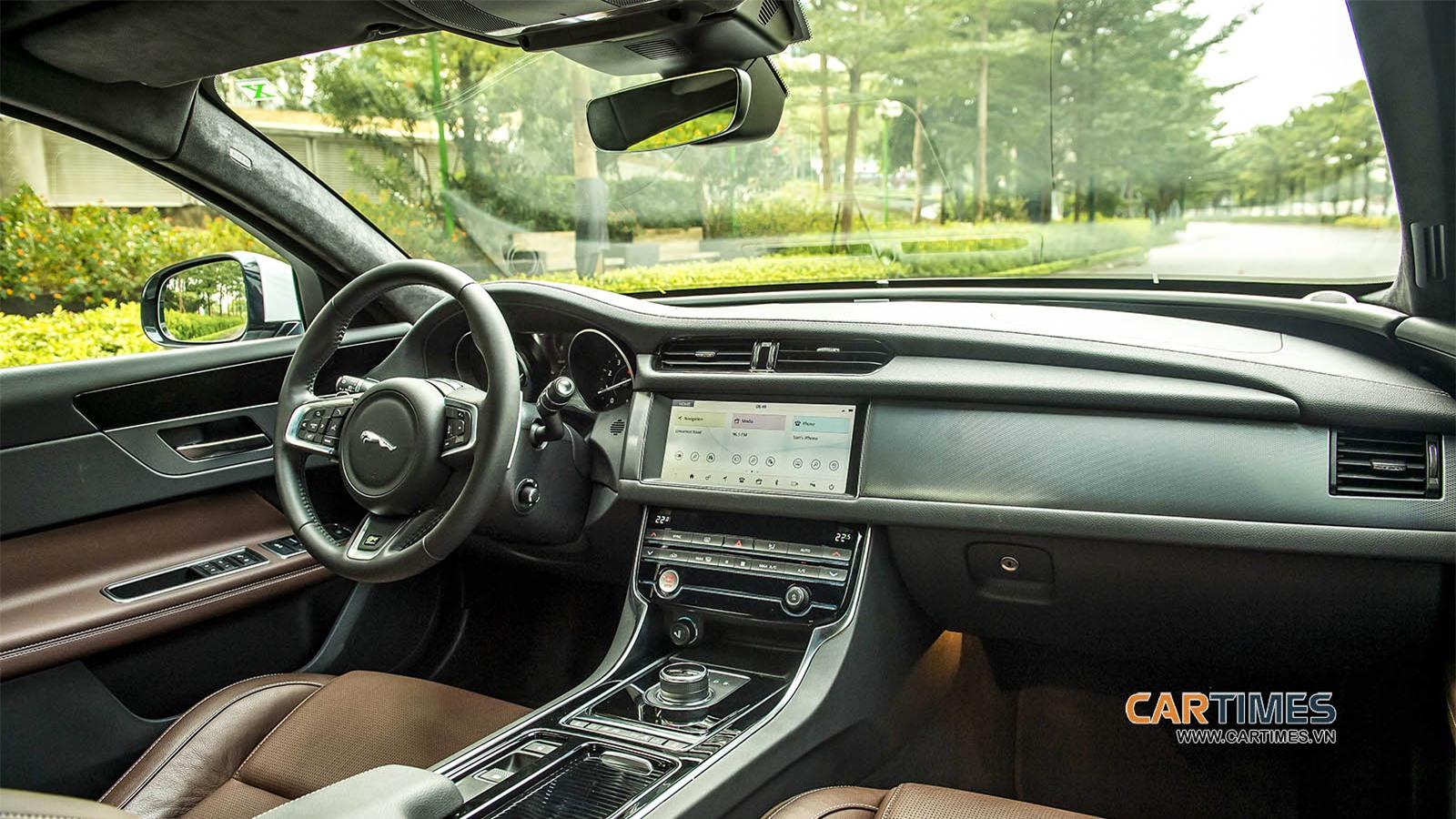 Nội thất xe Jaguar XF
