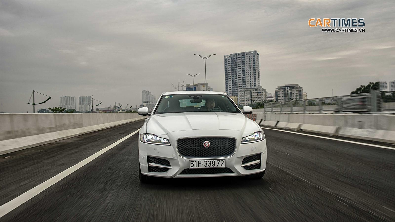 Vận hành xe Jaguar XF