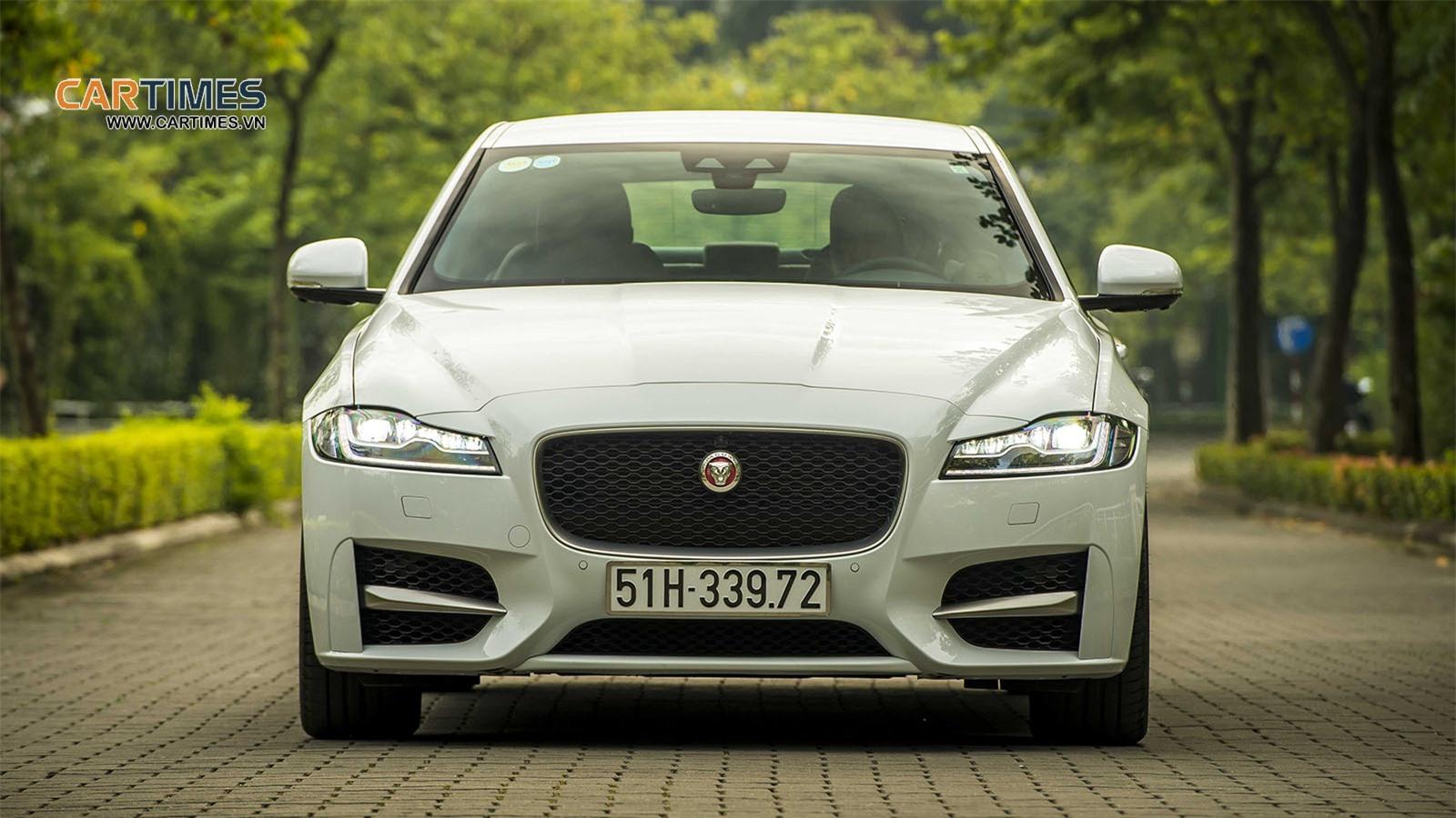 Đầu xe Jaguar XF