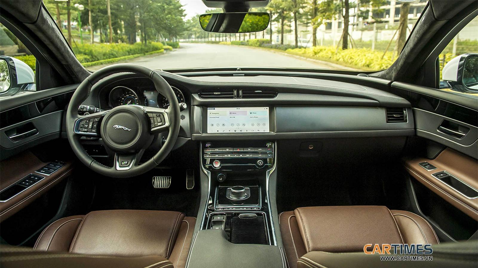 Nội thất xe Jaguar XF R-Sport