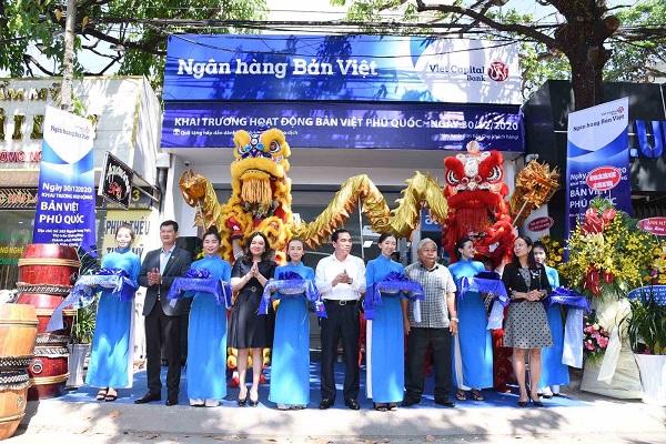 Ngân hàng Bản Việt mới khai trương hoạt động của 2 đơn vị mới là Bản Việt Đức Hòa (tỉnh Long An) và Bản Việt Phú Quốc (Thành phố Phú Quốc).