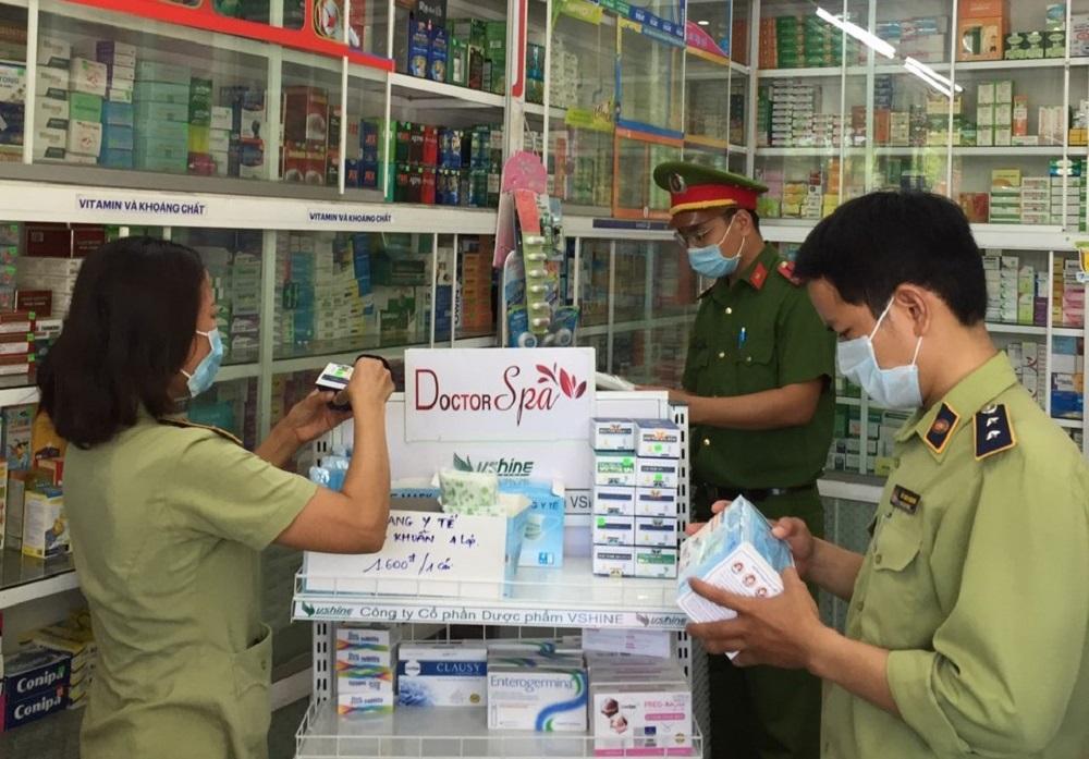 Cục Quản lý thị trường tỉnh Thừa Thiên Huế tăng cường kiểm tra, kiểm soát ngăn chặn tình trạng găm hàng, định giá bán bất hợp lý, bán cao hơn giá niêm yết,… gây mất ổn định thị trường đối với các mặt hàng liên quan đến công tác phòng, chống dịch COVID-19.
