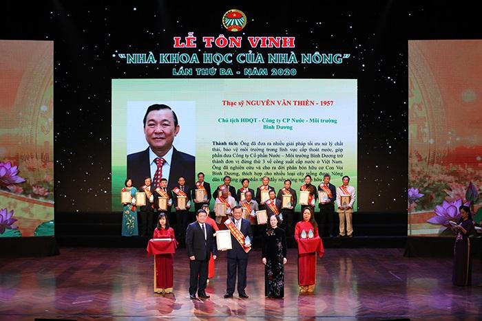 """Thạc sỹ Nguyễn Văn Thiền, Chủ tịch HĐQT Biwase, được tôn vinh """"Nhà khoa học của Nhà nông"""" năm 2020."""
