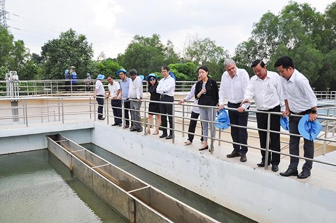 Đoàn tư vấn dự án ADB đến làm việc và thăm một số dự án nước sạch của Biwase.