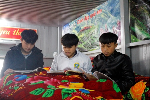 Học sinh trường Phổ thông dân tộc bán trú THCS Trung Chải, Sa Pa.