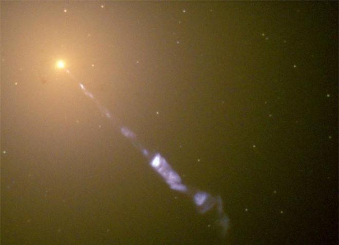 Các nhà khoa học tin rằng lỗ đen quái vật chính là lỗ sâu giúp con người xuyên qua không gian và thời gian - Ảnh 1.