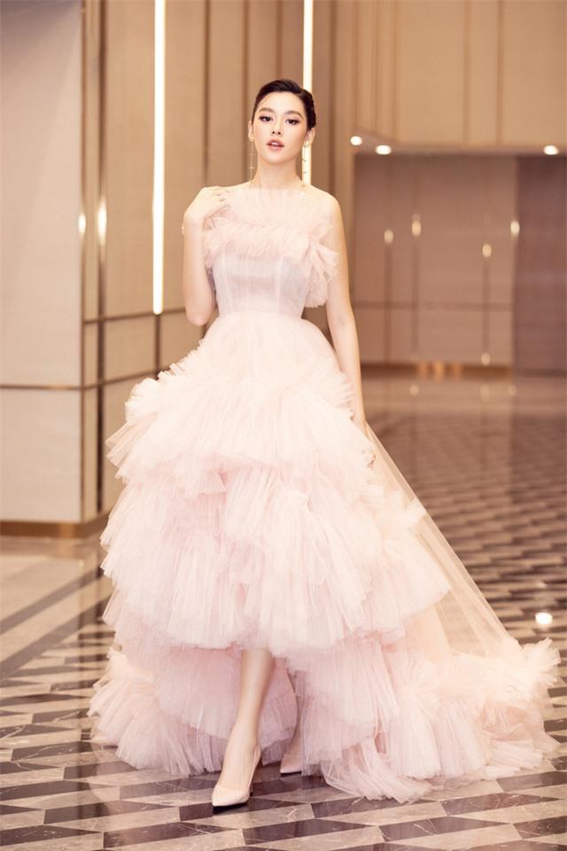 Á hậu Tường San xinh như công chúa lần đầu xuất hiện sau đám cưới - Ảnh 2.