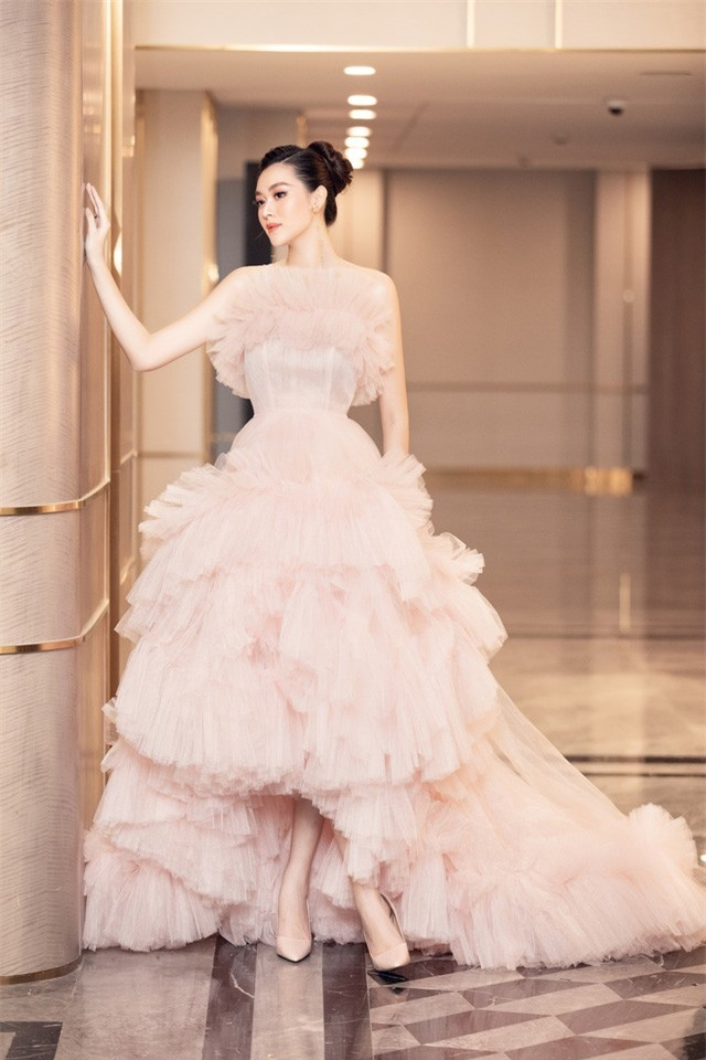 Á hậu Tường San xinh như công chúa lần đầu xuất hiện sau đám cưới - Ảnh 3.