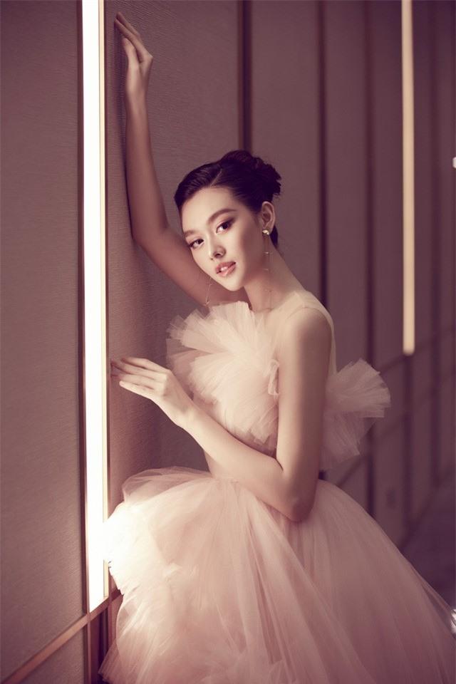 Á hậu Tường San xinh như công chúa lần đầu xuất hiện sau đám cưới - Ảnh 4.