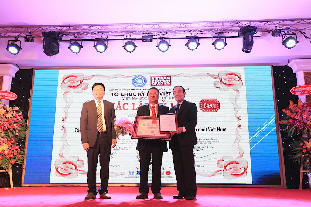Tổ chức kỷ lục thế giới (WorldKings) và kỷ lục Việt Nam (VietKings) đã trao tặng kỷ lục cá nhân về khoa học công nghệ cho Anh hùng Lao động - Nhà khoa học Hoàng Đức Thảo.