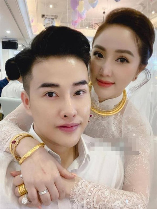 Mỹ nhân Việt đeo vàng trĩu cổ trong lễ Vu quy - 10