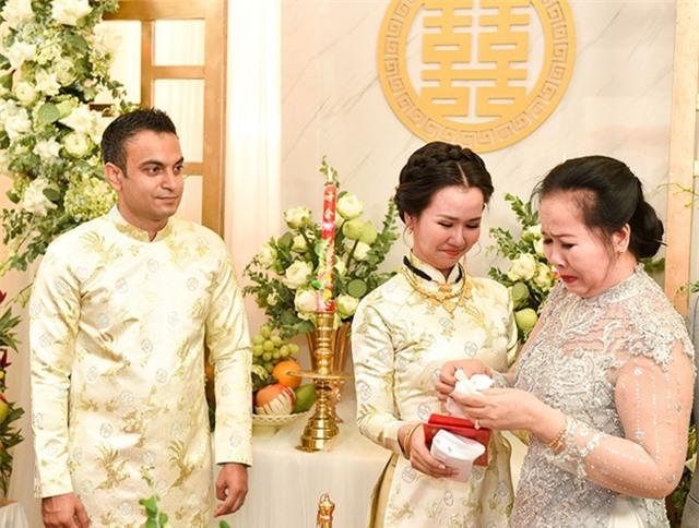 Mỹ nhân Việt đeo vàng trĩu cổ trong lễ Vu quy - 12
