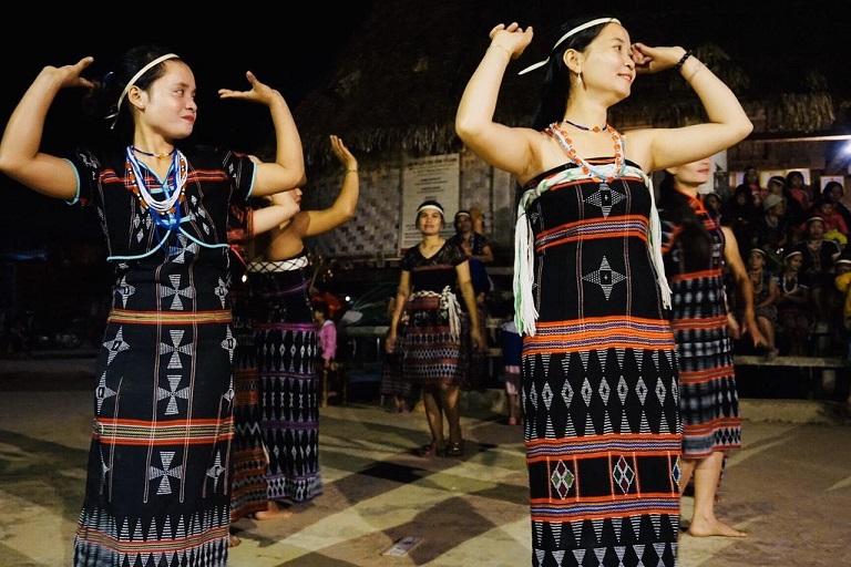 Văn hóa thấm đẫm trong làng cộng đông