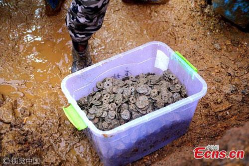 Số tiền xu cổ được tìm thấy ở ngôi làng Trung Quốc.