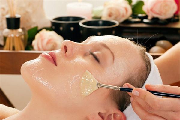 Dưỡng da mùa đông bằng mật ong sẽ giúp làn da luôn sạch sẽ, tươi trẻ và ngăn ngừa sự hình thành của mụn