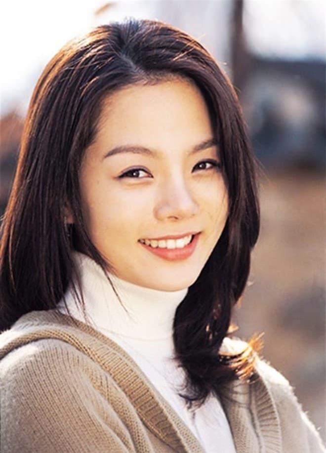 Hậu ly hôn, Chae Rim xuất hiện với vẻ tiều tụy, ẩn ý về cuộc sống 'một mình một bóng' 4