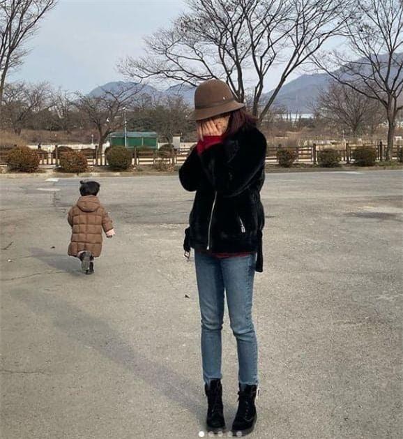 Hậu ly hôn, Chae Rim xuất hiện với vẻ tiều tụy, ẩn ý về cuộc sống 'một mình một bóng' 1