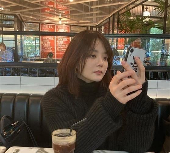 Hậu ly hôn, Chae Rim xuất hiện với vẻ tiều tụy, ẩn ý về cuộc sống 'một mình một bóng' 3