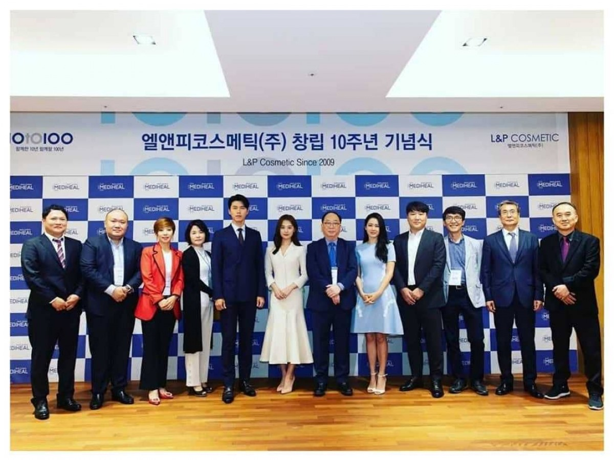 Hyun Bin & Son Ye-Jin xuất hiện trong sự kiện của L&P Cosmetics, tháng 4/2019.