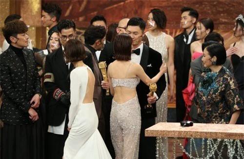 Vương Hạo Tín vừa giành cúp vàng TVB đã đối mặt với tin đồn hôn nhân rạn nứt - Ảnh 2.