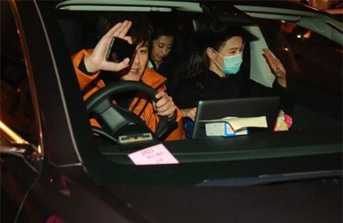 Vương Hạo Tín vừa giành cúp vàng TVB đã đối mặt với tin đồn hôn nhân rạn nứt - Ảnh 4.