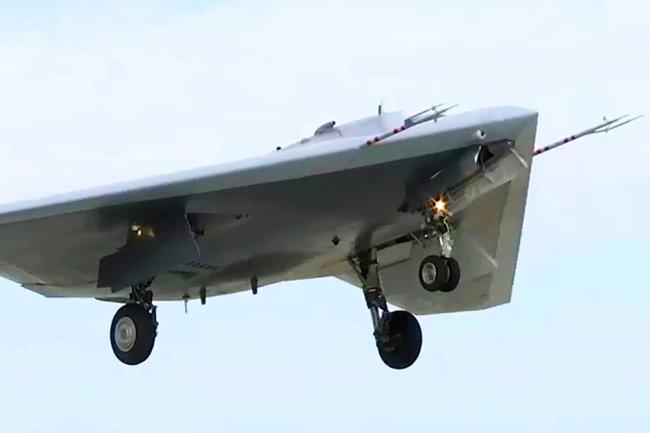 Máy bay không người lái tấn công hạng nặng S-70 Okhotnik của Nga. Ảnh: RIA Novosti.