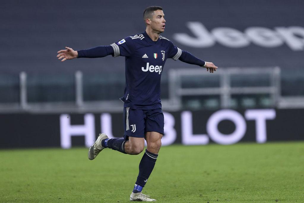 Tiền vệ cánh phải: Cristiano Ronaldo (Juventus, 35 tuổi, định giá chuyển nhượng: 60 triệu euro).