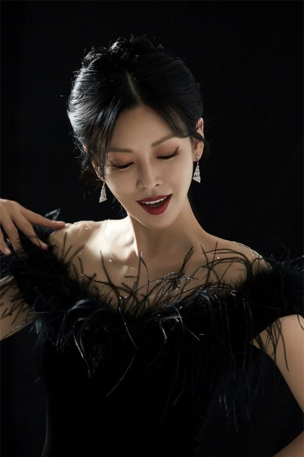 2 mỹ nhân Penthouse hé lộ phản ứng của chồng khi xem cảnh vợ hôn: Ông xã Kim So Yeon đầy bất ngờ, Eugene bị hỏi mãi 1 chi tiết nhạy cảm - Ảnh 4.