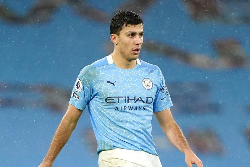 Tiền vệ: Rodri (Man City, điểm số trung bình: 7,38).