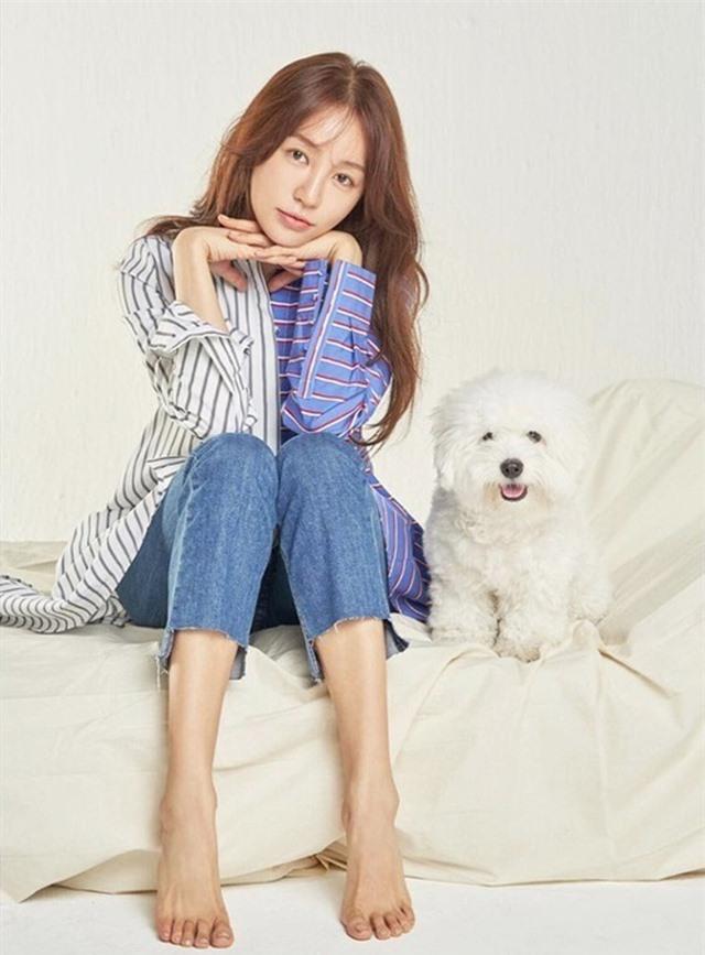 Ngoại hình khác lạ và cuộc sống cô độc của thái tử phi Yoon Eun Hye - 10