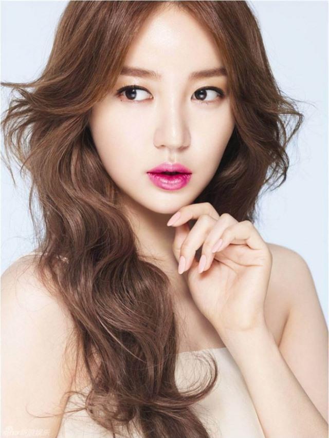 Ngoại hình khác lạ và cuộc sống cô độc của thái tử phi Yoon Eun Hye - 5
