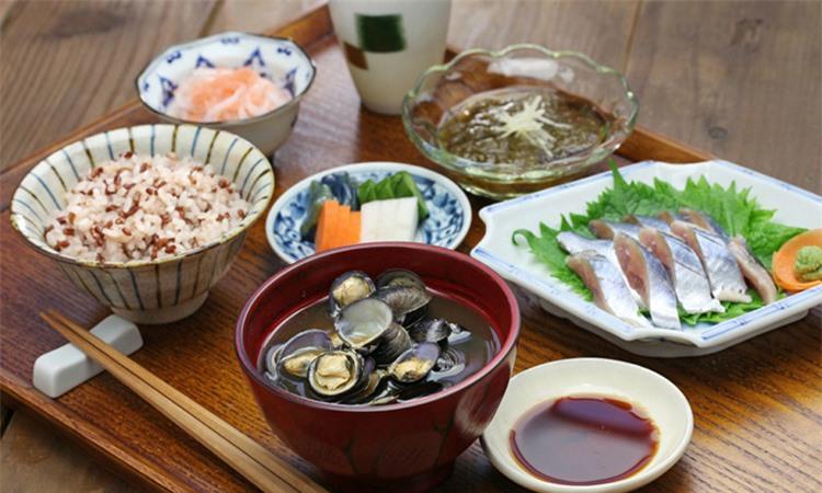 Bữa ăn luôn có cá và ray xanh