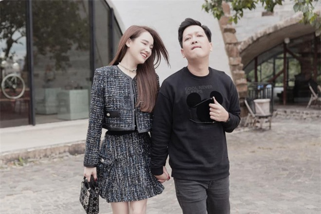 Nhã Phương khoe ảnh dẫn Trường Giang về quê, ai dè lại nhờ netizen xóa hộ ông xã và nhận cái kết ngã ngửa - Ảnh 3.
