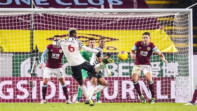 Cú dứt điểm may mắn của Pogba đem về bàn thắng duy nhất ở trận Burnley vs M.U