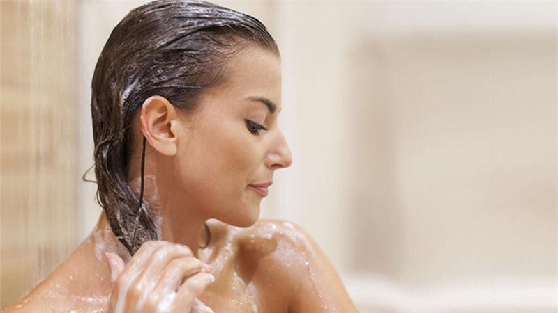 Cách chăm sóc tóc hiệu quả với dầu xả