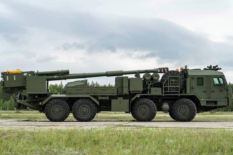 Pháo tự hành bánh lốp 2S43 Malva của Nga. Ảnh: Izvestia.