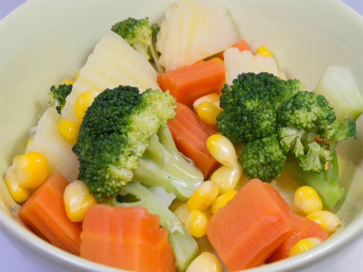 Mẹo số 1: Ăn một nửa phần rau và một nửa phần các món khác. Bằng cách này, bạn vừa ăn ít hơn, vừa ăn lành mạnh hơn.
