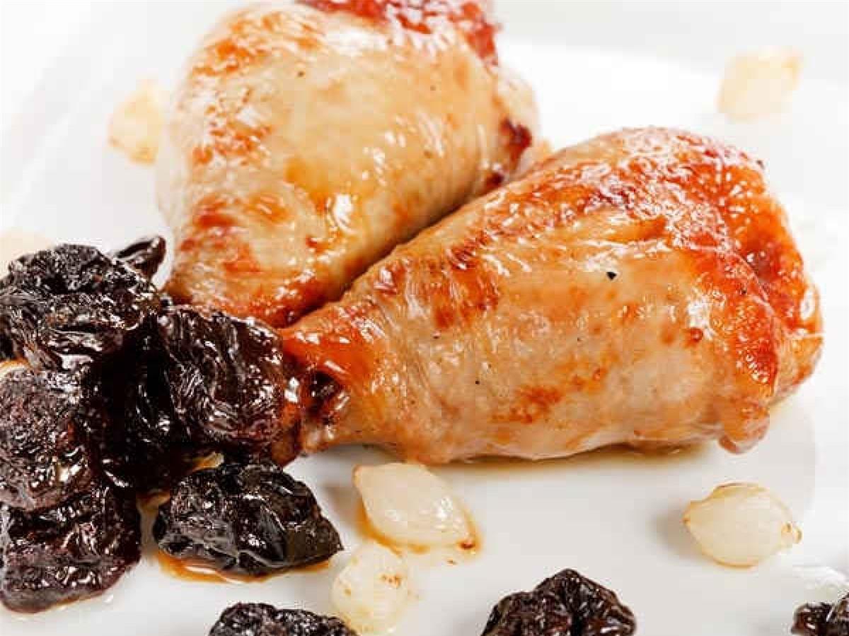 Mẹo số 2: Bổ sung các thực phẩm giàu protein vào mỗi bữa ăn. Các thực phẩm giàu protein như trứng, đậu hay ức gà giúp bạn no nhanh và no lâu hơn, từ đó hỗ trợ quá trình giảm cân.