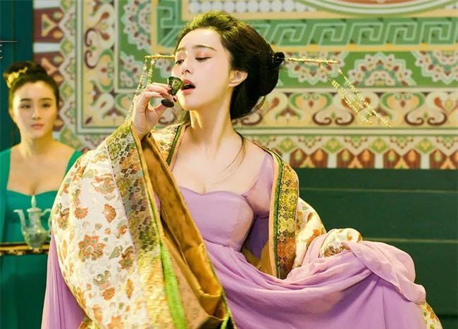 Là một trong Tứ đại mỹ nhân Trung Hoa cổ đại, Dương Quý phi có được sủng ái ngất trời nhưng tại sao vĩnh viễn không thể trở thành Hoàng hậu? - Ảnh 1.