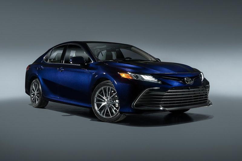 1. Toyota Camry (doanh số: 591.742 chiếc).
